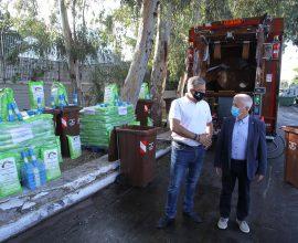 Δήμος Ν. Σμύρνης: Παραλαβή απορριμματοφόρων, κάδων συλλογής βιοαποβλήτων και κυτίων εσωτερικής ανακύκλωσης από την Περιφέρεια Αττικής