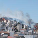 Πυρκαγιά στον Υμηττό- Αποπνικτική η ατμόσφαιρα -Τέθηκε υπό μερικό έλεχγο