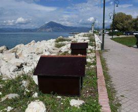 Άγνωστοι αφαίρεσαν πέντε σπιτάκια για αδέσποτα από αυτά που τοποθέτησε ο Δήμος Πατρέων