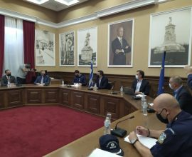 Σε εξέλιξη η ευρεία σύσκεψη στο Διοικητήριο Σερρών για την έξαρση του κορονοϊού
