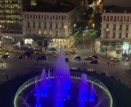 Δήμος Αθηναίων: Στα γαλανόλευκα το σιντριβάνι της Ομόνοιας για την Εθνική Επέτειο της 28ης Οκτωβρίου