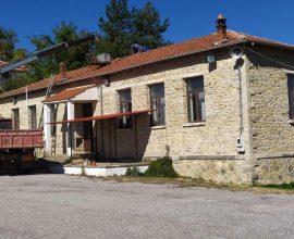Δήμος Βοΐου: Εργασίες αποκατάστασης της στέγης στο Παλαιό Δημοτικό Σχολείο Πλατανιάς
