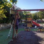 Δήμος Κ. Κέρκυρας: Παρεμβάσεις στην παιδική χαρά στην Σπηλιά από το Τμήμα εθελοντισμού
