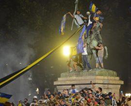 Εθνικό πένθος για τον Μαραντόνα στην Αργεντινή- Χιλιάδες στους δρόμους, σκηνές λατρείας για τον «Θεό της μπάλας»