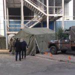 Στρατιωτικές σκηνές στο Νοσοκομείο του Βόλου για λήψη δειγμάτων κορονοϊού