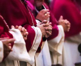 Γαλλία: «Σύγκρουση» Καθολικής Εκκλησίας και κυβέρνησης για το όριο των 30 πιστών