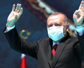 Ερντογάν για γέλια: Μετά το θαυματουργό διάλυμα λεμονιού υπόσχεται εμβόλιο κατά του κορονοϊού