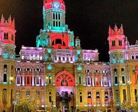 Η Μαδρίτη φωταγωγήθηκε στα εθνικά χρώματα, για τις γιορτές