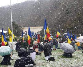 Έτσι εορτάστηκε στη Ρουμανία ο Άγιος Ανδρέας- Εδώ κλειδώσαμε τους Ναούς