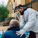 Δήμος Αθηναίων: Rapid test για κορονοϊό και θερμομετρήσεις σε άστεγους της πόλης
