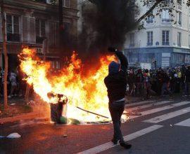 Σοβαρά επεισόδια στο Παρίσι- Πυρπολύσεις, οδοφράγματα και βία