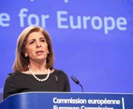 Διευκρινήσεις ζητά η ΕΕ από την AstraZeneca για την καθυστέρηση της παραγωγής εμβολίων