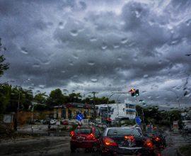 Καιρός: Βροχές, καταιγίδες και ισχυροί άνεμοι