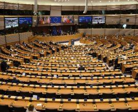 Ευρωκοινοβούλιο: Περισσότερη αλληλεγγύη ως προς τους εμβολιασμούς