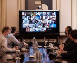Συνεδριάζει το υπουργικό συμβούλιο – «Κλειδώνουν» οι αλλαγές στις εκλογές ΟΤΑ