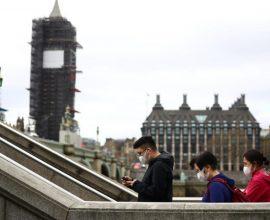 Βρετανία: Ίσως να μην είναι απαραίτητη η χρήση μάσκας το καλοκαίρι