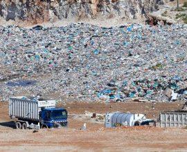 Άνοιξε ο δρόμος για το οριστικό κλείσιμο της χωματερής της Φυλής το 2025