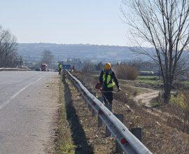 Ξεκίνησαν οι εργασίες συντήρησης πρασίνου στο οδικό δίκτυο  της  Π.Ε. Σερρών