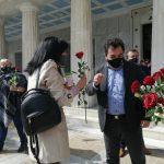 Ο Δήμαρχος Πύργου μοίρασε λουλούδια στις γυναίκες της πόλης