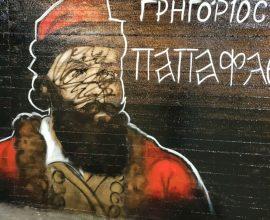 """Ντροπή! Βεβήλωσαν τον τοίχο των Ηρώων 1821 στην Αργυρούπολη – Δήμαρχος: """"Και οι Τούρκοι το ίδιο έκαναν!"""""""