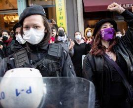 Διαδηλωτές στην Κωνσταντινούπολη καταγγέλλουν τη βία σε βάρος των γυναικών