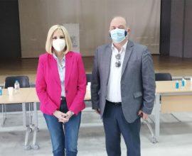Επίσκεψη της Προέδρου του ΚΙΝΑΛ στον Δήμο Διονύσου – Συνάντηση με τον Γιάννη Καλαφατέλη