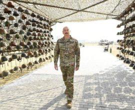 Φρίκη και αποτροπιασμός: Ο Αζέρος κολλητός του ψευτοσουλτάνου καμαρώνει δίπλα στα κράνη νεκρών Αρμενίων!