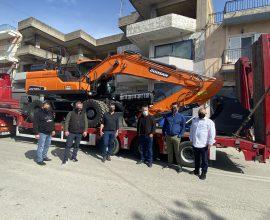 Νέο υπερσύχρονο πολυμηχάνημα έργου παρέλαβε ο Δήμος Ανδραβίδας-Κυλλήνης