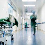 Νέο αρνητικό ρεκόρ διασωληνωμένων, 841 σε ΜΕΘ- 1.829 κρούσματα, 65 νεκροί