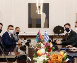 Συμφωνία επανεκκίνησης συνομιλιών Ελλάδας Λιβύης για τις Θαλάσσιες Ζώνες, υπό το βλέμμα της Τουρκίας