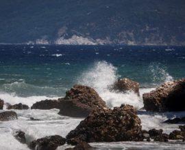 Καιρός: Στα 140 χλμ/ώρα έφθασαν οι ριπές του ανέμου στο Αιγαίο