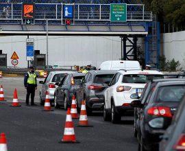 Συνεχίστηκε και το Σάββατο η μαζική έξοδος από την Αθήνα – 60.000 οχήματα σε Ελευσίνα και Αφίδνες