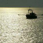 Λιβυκό στρατιωτικό σκάφος άνοιξε πυρ κατά ιταλικού αλιευτικού – Έστειλε φρεγάτα η Ιταλία