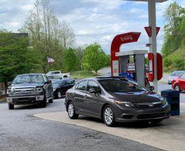 ΗΠΑ: Πανικός για βενζίνη – Με μπιτόνια και σακούλες συρρέουν οι οδηγοί!