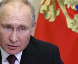 Ο μονάρχης Πούτιν που φυλάκισε το Ναβάλνι κατηγορεί το Κίεβο και τη Δύση για «πολιτικές εκκαθαρίσεις»