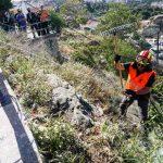 Επιχείρηση καθαρισμού σε απόκρημνο σημείο της Άνω Πόλης από τον Δήμο Θεσσαλονίκης