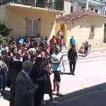 Διαμαρτυρία πιστών στην Μητρόπολη Δράμας -«Δεν είμαστε χρυσαυγίτες» (βίντεο)