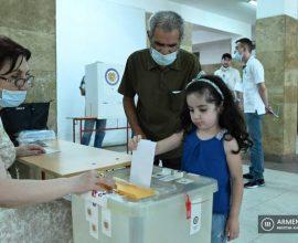 Ομαλά κυλούν οι εκλογές στην Αρμενία -Τι δήλωσαν οι διεκδικητές