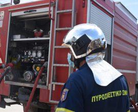 Πυρκαγιά σε βυτιοφόρο με επικίνδυνο υλικό στα Νεόκτιστα Ασπροπύργου – Εκκενώνεται η ευρύτερη περιοχή