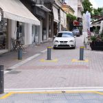 Νέα πραγματικότητα για τον Δήμο Λαρισαίων οι μπάρες στους πεζοδρόμους