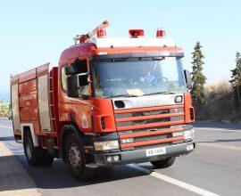 Πυρκαγιά στη Σταμάτα Αττικής κοντά σε σπίτια
