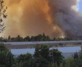 Πύρινη κόλαση στην Αχαΐα: Εκκενώνονται τρεις οικισμοί – Αναφορές για καμένα σπίτια
