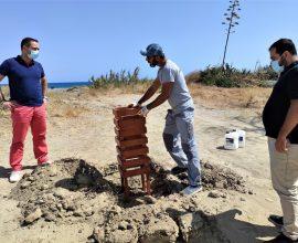 Δήμος Μαλεβιζίου: Νέα καλαίσθητα καλαθάκια απορριμμάτων στην παραλία της Αμμουδάρας