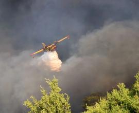 Φωτιά στην Αχαΐα: Ολονύχτια μάχη με τις φλόγες – 20 σπίτια κάηκαν, 16 τραυματίες