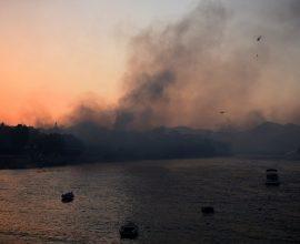 Φωτιά στην Αχαΐα: Σε επιφυλακή βρίσκονται σκάφη του Λιμενικού