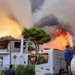 ΣΠΑΠ: Άμεση επέμβαση στην καταστροφική πυρκαγιά που ξέσπασε στη Βαρυμπόμπη, το Κρυονέρι και τις Αδάμες