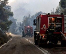 ΤΩΡΑ Φωτιά στην Βαρυμπόμπη (βίντεο)
