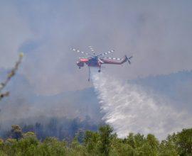 Σε εξέλιξη η πυρκαγιά στην περιοχή Μέλπεια της Μεσσηνίας