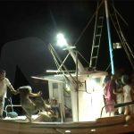 Εύβοια: Απομακρύνονται με πλωτά μέσα οι κάτοικοι της Αγίας Άννας