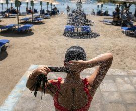 Καύσωνας: Παραμένει στο «κόκκινο» ο υδράργυρος  – Με 45άρια και σήμερα